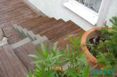 Betonové schodiště v imitaci dubu