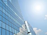 Protisluneční fólie na prosklených fasádách a oknech