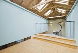 Nadkrokevní izolace umožňuje přiznané trámy v interiéru