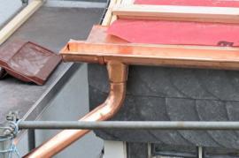 Okap z měděného plechu - oxidace povrchu nějakou dobu trvá