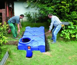 Instalace nízké nádrže do země určené pro pozemky s vysokou hladinou podzemních vod
