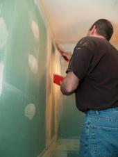 Zelený sádrokarton do vlhkých prostor - ideální pro nové koupelny v bytových domech