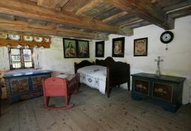 Problematický nízký strop ve staré chalupě