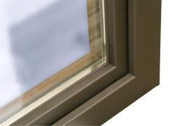 Detail dřevohliníkového okna z vnější strany
