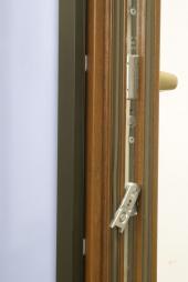 Detail dřevohliníkového okna z vnitřní strany