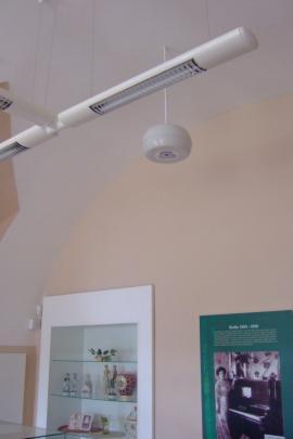 umístnění přístroje AQUAPOL DISC - vpřízemí expozice muzea (jako falešný lustr pod stropem)