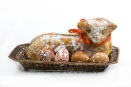 Tradiční pečený beránek a zdobená vajíčka