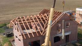 Montáž krovu a komína