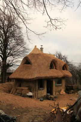 Stavba domku Srdce pro terapie tmou, osada