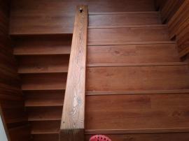 Schodiště jako ze dřeva