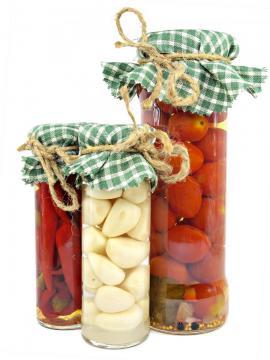 Česnek, papričky a rajčata v oleji