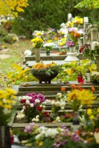 Dušičková výzdoba hrobů