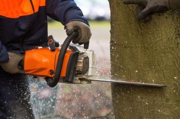 Práce s řetězovou pilou - pracovní rukavice