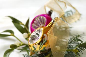 Zlatá se pěkně doplňuje s mnoha barvami, v tomto případě se svěží růžovou