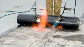 Hydroizolace základů se provádí asfaltovými pásy nebo PVC fólií
