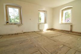 Stará očištěná podlaha