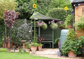 Mobilní nádoby v zahradě