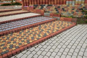 Odstrašující případ výběru barev zámkové dlažby