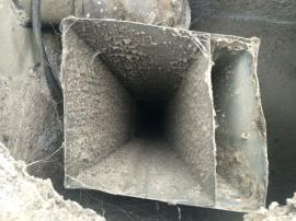 Znečištěné potrubí vzduchotechniky