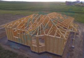 Dřevostavba s vazníkovou konstrukcí střechy