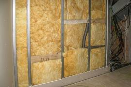 Tepelná izolace příčky polyfunkčního domu v Křídlovické ulici