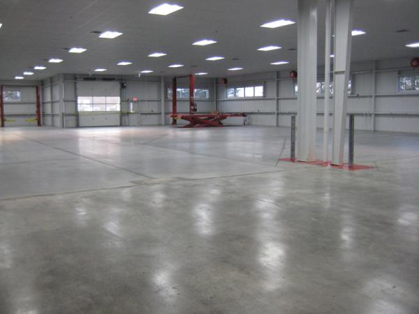 Na světě je další spokojený zákazník s novou betonovou podlahou.