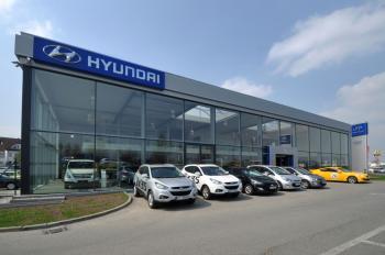 Autosalon Hyundai 17 x 38 m Průhonice