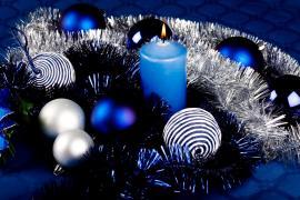 Odstíny modré a stříbrná