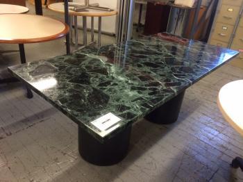 Stůl z přírodního kamene