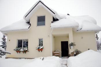 Sněhem zatížená střecha