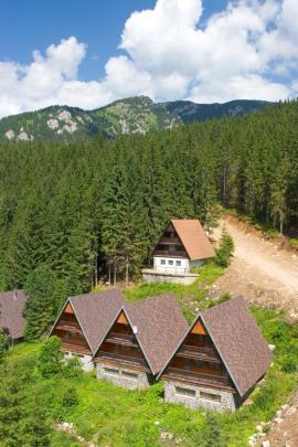 Dřevěné štíty rekreačních chat