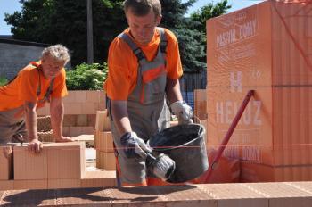 Výstavba z cihelných bloků HELUZ Family