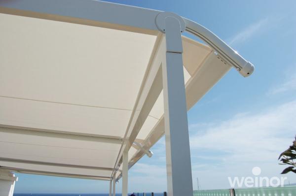 Zakončení střechy umožňuje dokonalé vypnutí plátěné střechy
