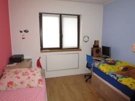 Bungalov v Zelené Hoře - dětský pokoj s panelem ECOSUN E