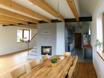 Interiér pasivního domu ve Vraném nad Vltavou