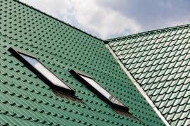 Plechové střešní krytiny dotahují pálenou a betonovou klasiku ...