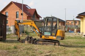 Foto: www.ČESKÉSTAVBY.cz, parcela sousedící s již realizovanou zástavbou