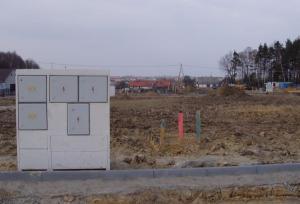 Foto: www.ČESKÉSTAVBY.cz, připravená stavební parcela s kapličkou