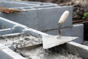Betonové tvárnice ztraceného bednění (www.shutterstock.com)