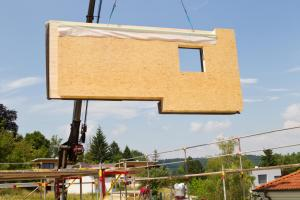 Panel sendvičové konstrukce dřevostavby (www.shutterstock.com)