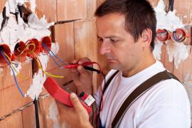 Ilustrační foto (shutterstock.com), elektroinstalační práce