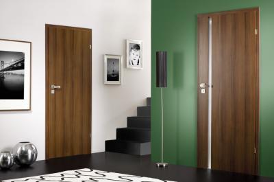 Moderní interiérové dveře IMPULS, ořech, zdroj: www.dooreg.cz