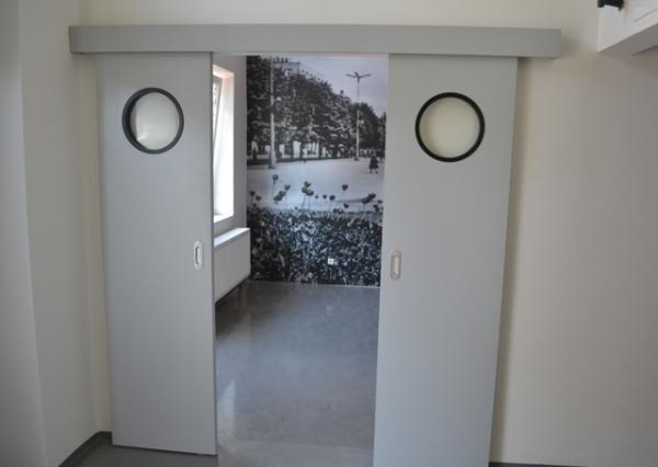 Moderní interiérové dveře posuvné, zdroj: www.dooreg.cz
