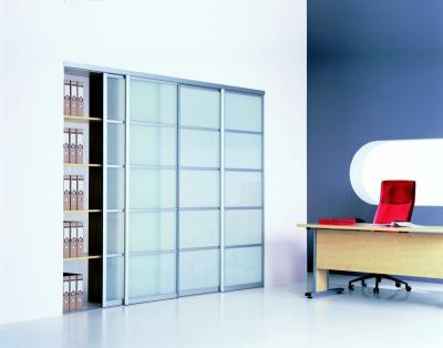 Úložné prostory v pracovně, Zdroj: Komandor