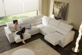 Rohová sedací souprava je ideální řešení do velkých prostor.