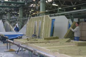 Foto: RD Rýmařov - výroba prefabrikovaných panelů (izolace)