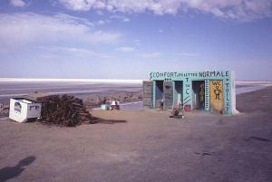 Obr. 2: Stylové WC na Sahaře